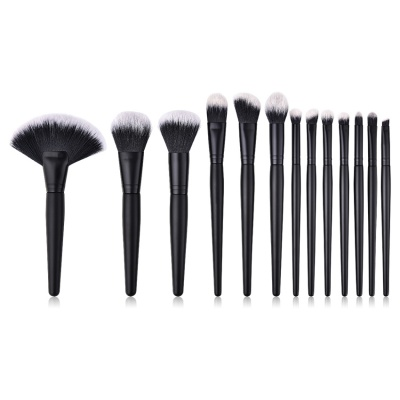 revolt-sminkborste-kit-svart-black-edition-sminkpenslar-makeup-brush